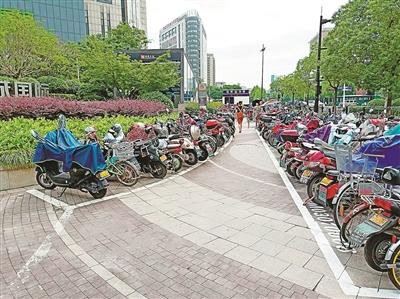 杭州在地铁口推行无差别摆车模式